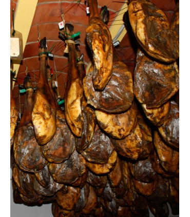 Paleta de bellota dans le séchoir - Finca Montefrío