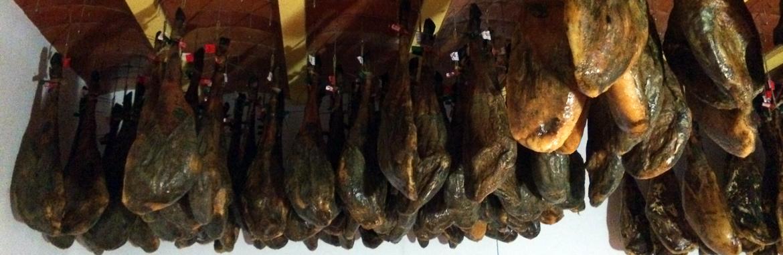 Jambons de bellota en cave